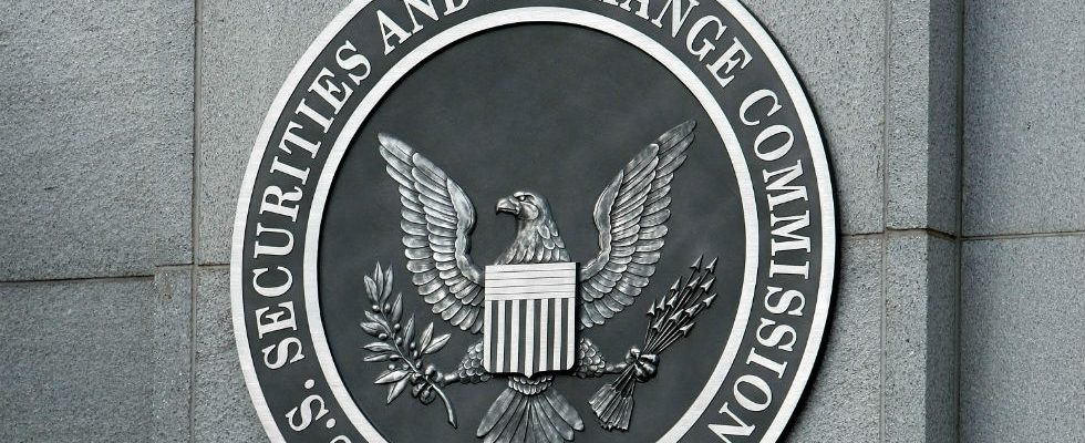 Black and white US SEC Logo